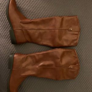 Brown women's boots size 8